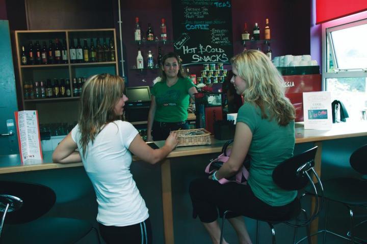 Thameside-London-England-guests-bar