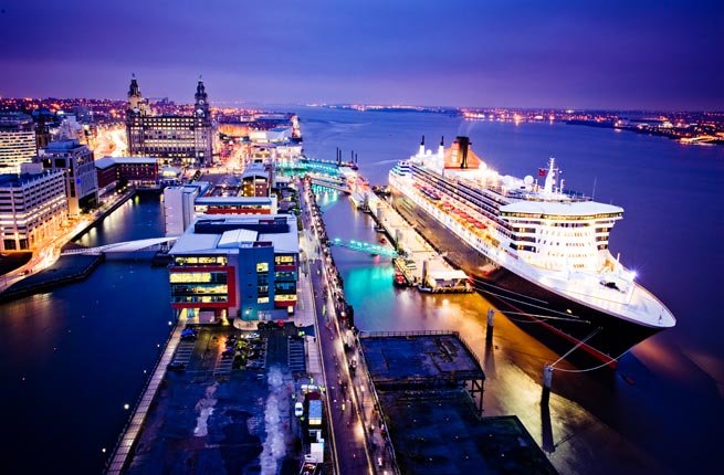 Queen Mary 2 in Liverpool