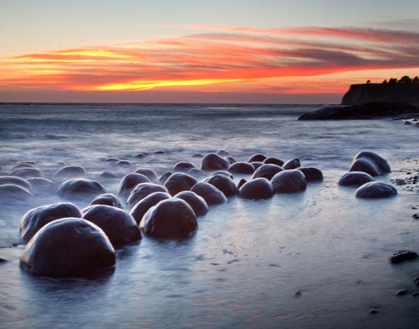 Bowling-Ball-Beach