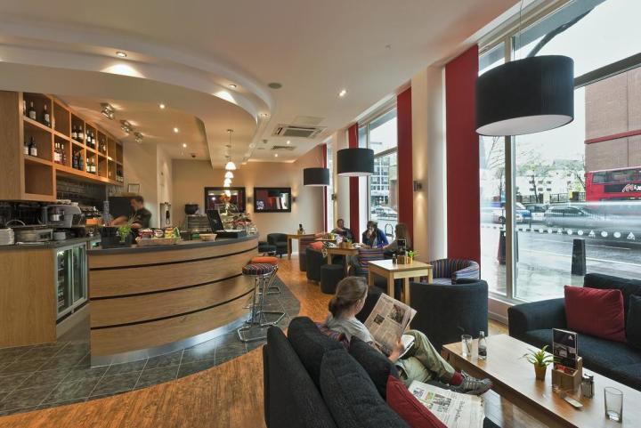 St-Pancras-London-guests-cafe