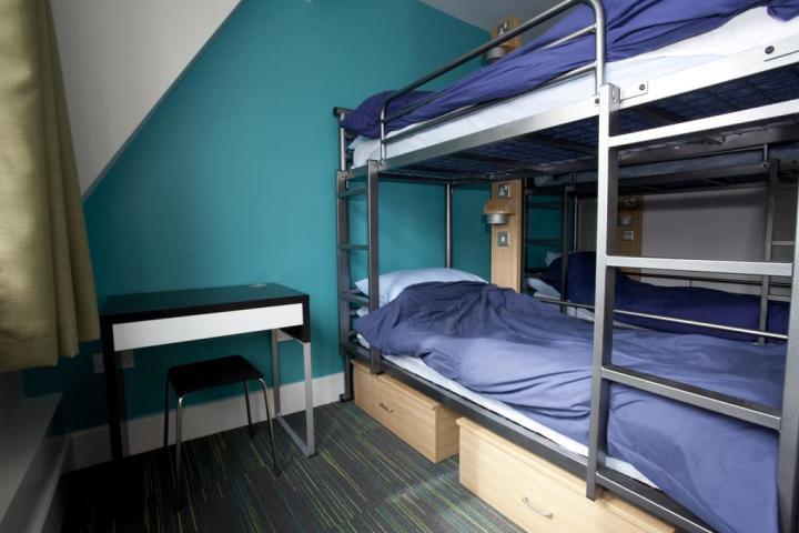 St-Pauls-London-England-dorm-bunk-beds-blue