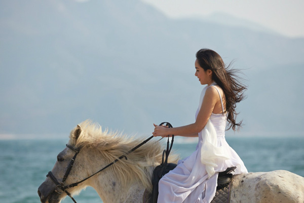 Go-sightseeing-by-horseback