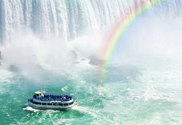 See-Niagara-Falls-by-boat